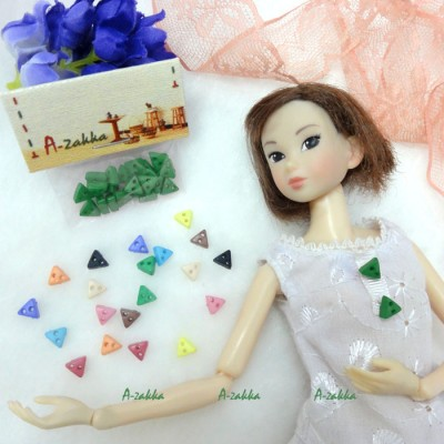 NDB010GRN Doll Dress Making DIY Tiny Button Triangle 6.5mm Green